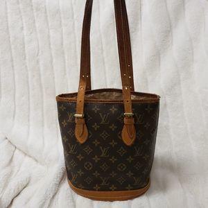 Louis Vuitton petite bucket shoulder bag